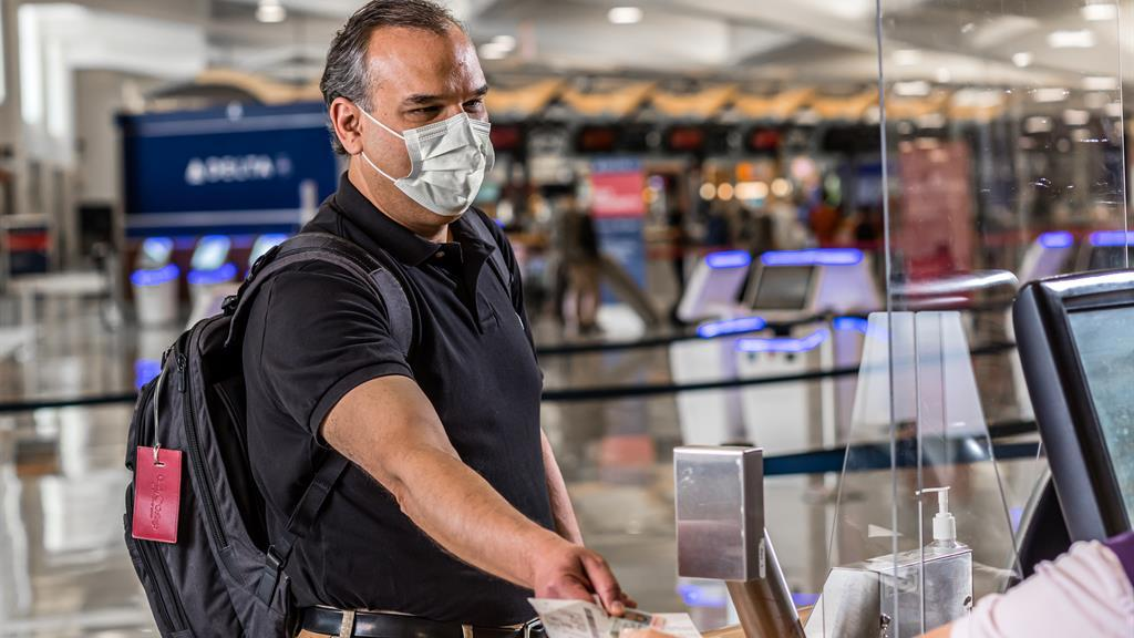 U.S. Lawmakers Debut Bill Mandating Mask Use In Airports And Inflight