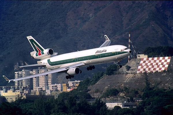 Gallery: Remembering Thrilling Landings at Kai Tak Airport
