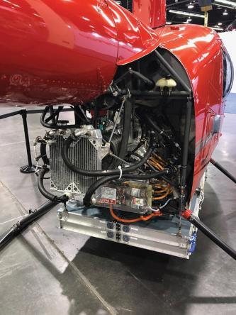 R44 modificado de nivel 1 debajo de la batería del fuselaje